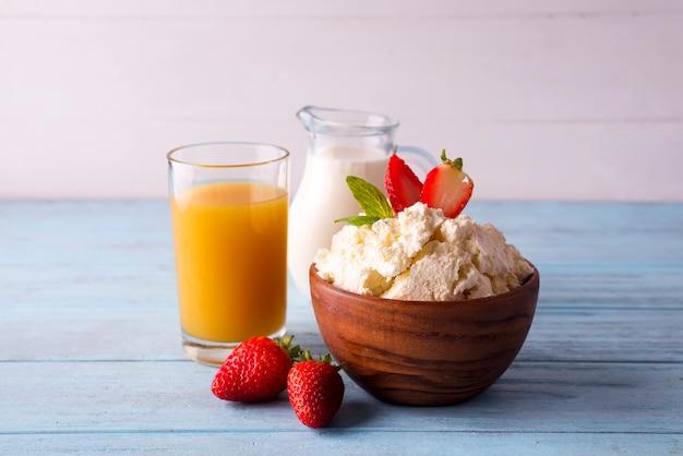 Fromage cottage au lait et jus d'orange