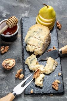 Fromage à la crème gorgonzola, fromage bleu français, dorblu, moule, roquefort aux noix, menu restaurant, régime, recette de livre de cuisine