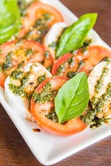 Fromage à la mozzarella à la tomate fraîche