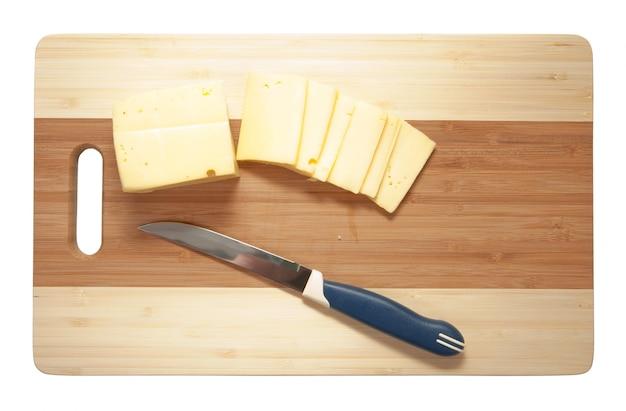 Fromage sur une planche à découper