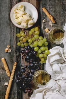Fromage, raisins et vin