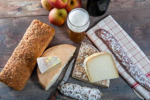 Fromages et tomme de savoie à la bière