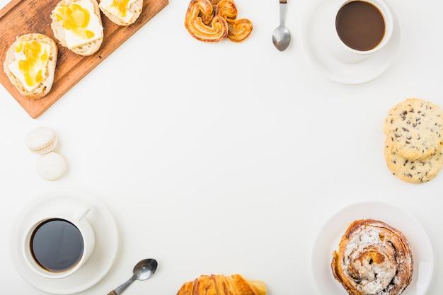 Frontière de brioches et de café