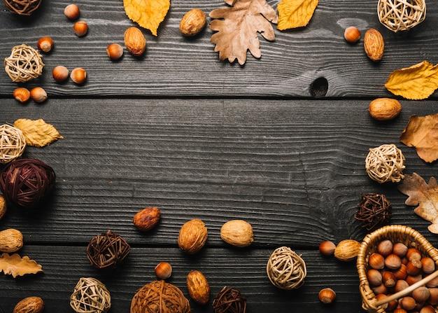 Frontière de feuilles et de noix