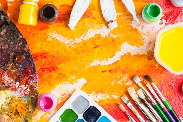 Frontière de fournitures d'art sur la peinture abstraite