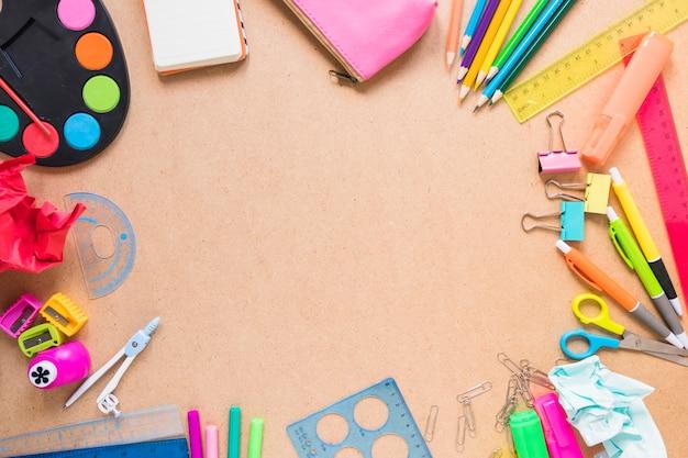 Frontière de fournitures scolaires
