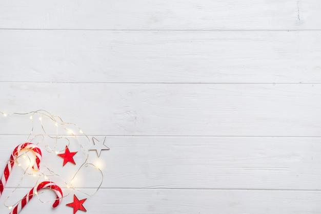 Frontière de noël avec des bonbons et des lumières