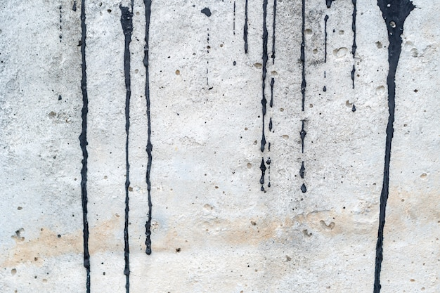 Frottis de couleur noire sur le ciment