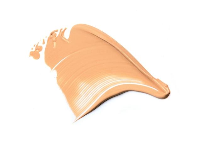 Frottis de fond de teint liquide swatch smudge isolated on white