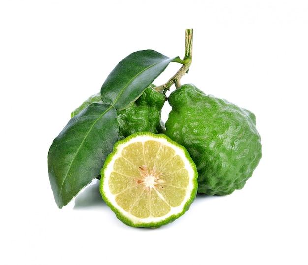 Fruit de bergamote sur un blanc