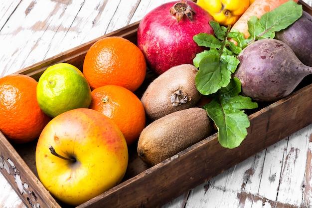 Fruit dans une boite en bois