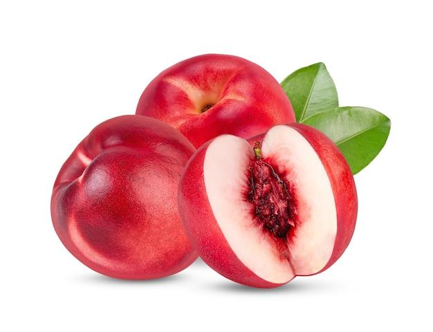Fruit de nectarine avec feuille isolé sur blanc
