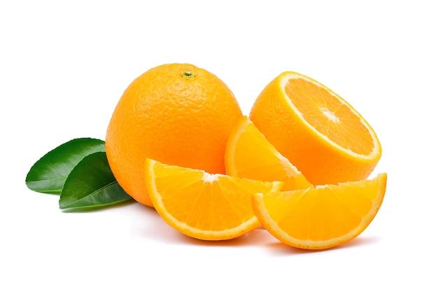 Fruit orange sur blanc