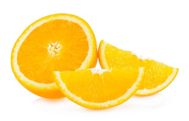 Fruit orange isolé sur fond blanc