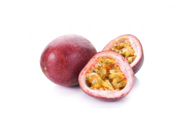 Fruit de la passion isolé