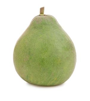 Fruit de pomelo frais isolé sur blanc