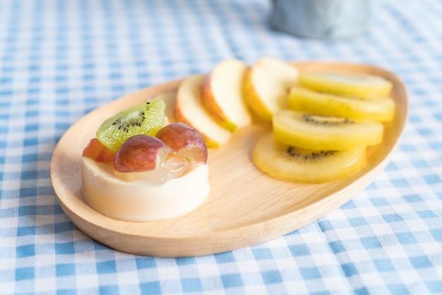 Fruits au pudding au kiwi et à la pomme