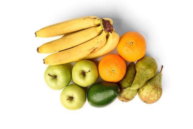 Fruits biologiques isolés sur blanc