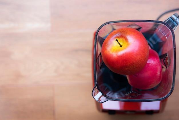 Fruits dans un mélangeur