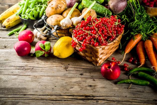 Fruits d'été frais, baies et légumes