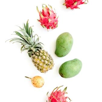 Fruits Exotiques: Mangue, Ananas, Fruit De La Passion Et Fruit Du Dragon Photo Premium