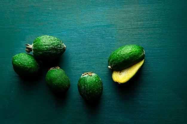 Fruits feijoa verts