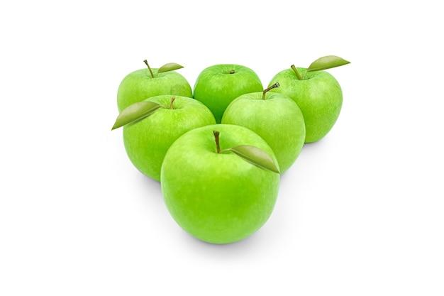 Fruits frais de pommes vertes sur la vitamine d'été d'arbre fruitier de surface blanche