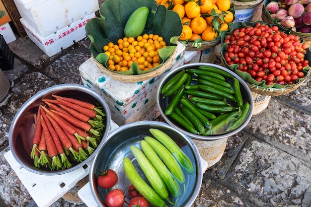 Fruits et légumes locaux au marché