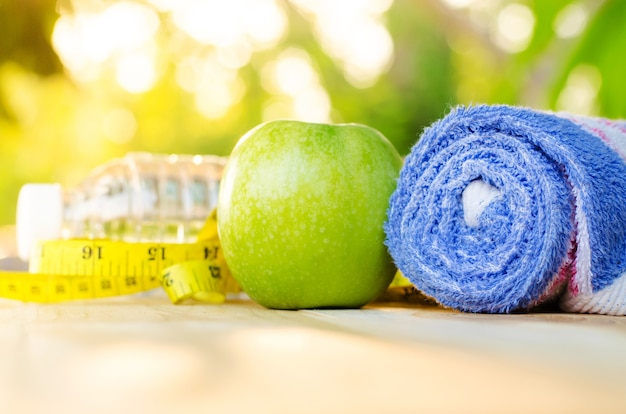 Fruits et légumes pour le programme de régime, l'exercice et une alimentation saine