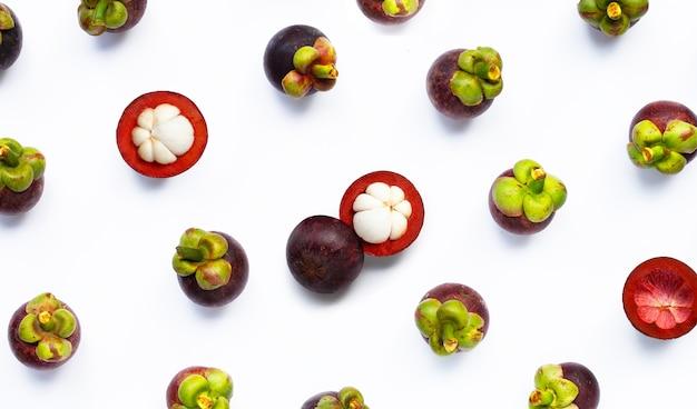 Fruits de mangoustan isolés