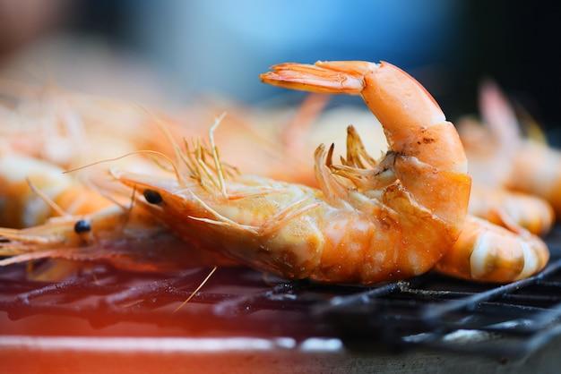 Fruits de mer grillés aux crevettes sur le poêle