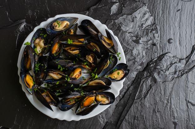 Fruits de mer sains sur un plat
