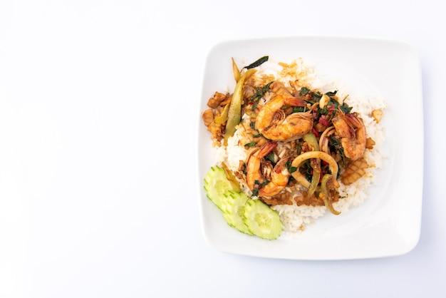 Fruits de mer sautés au basilic sur riz