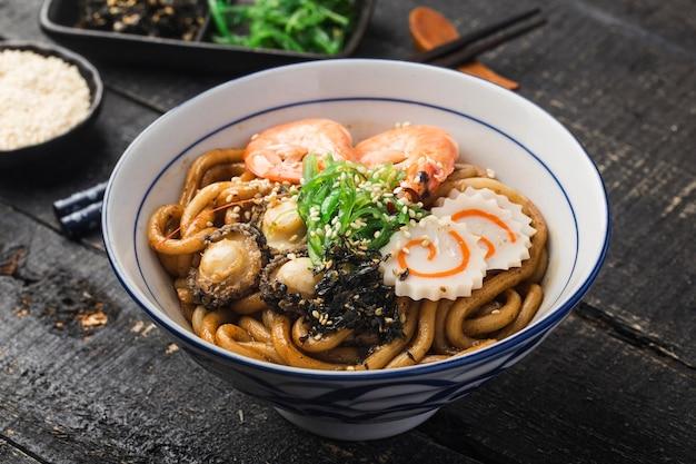 Fruits de mer udon ramen - saveur japonaise