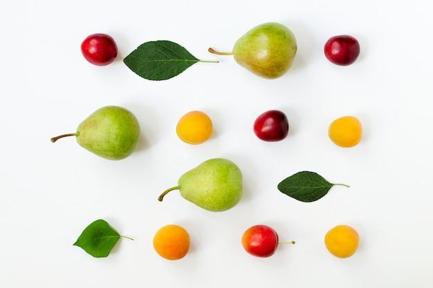 Fruits mûrs disposés