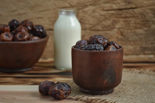Fruits de palmier dattier séchés ou kurma, nourriture de ramadan.