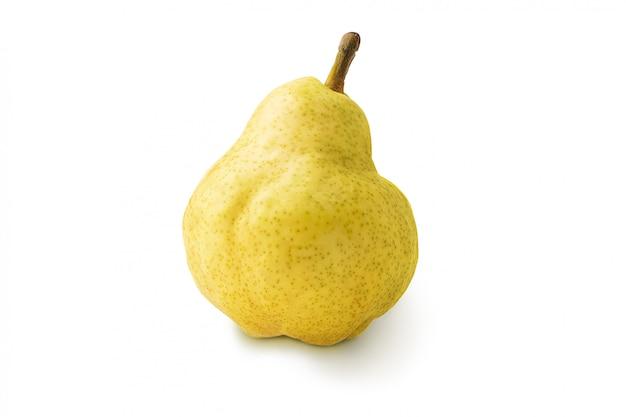 Fruits de poire jaune mûr isolés avec une ombre.