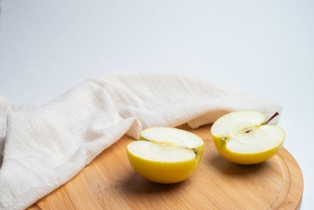 Fruits pour la santé, fruits frais, fruit de fitness, pomme rouge et jaune
