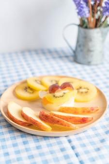 Fruits en pudding au kiwi et à la pomme
