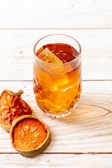 Fruits secs et boisson bael