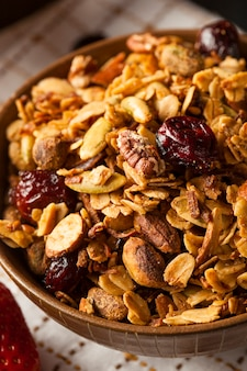 Fruits secs et noix dans un bol