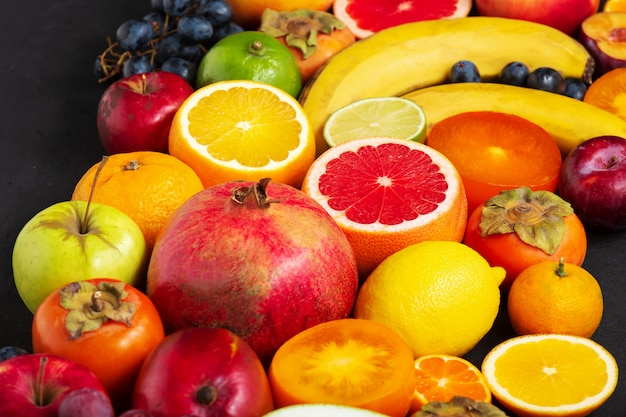 Fruits sources de vitamines, fruits frais. fruits frais. fruits variés colorés, alimentation propre,