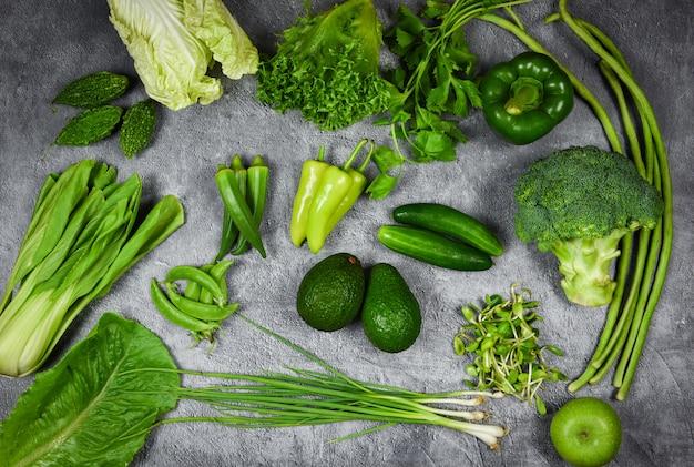 Fruits verts frais et légumes verts mélangés