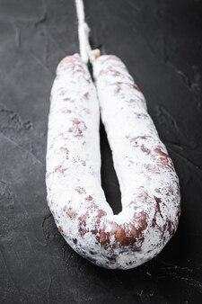 Fuet Salami Wurst Sur Tableau Noir Photo Premium
