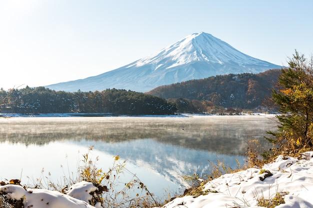 Fuji kawaguchiko de neige fin d'automne
