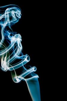 Fumée bleue délicate