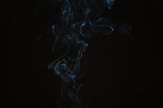 Fumée bleue mince