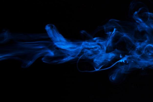 Fumée bleue superposer le mouvement de la texture sur fond noir