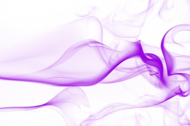 Fumée dense, résumé de fumée violette sur fond blanc