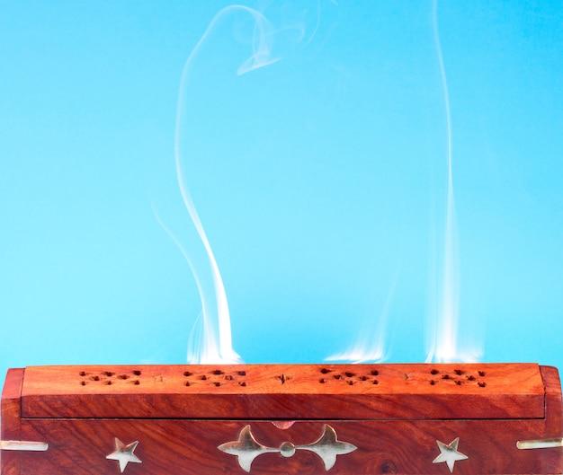 Fumée d'encens indien